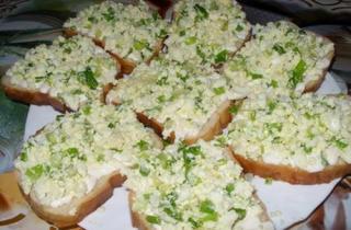 Бутерброды с творогом и яйцом