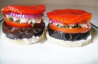 Овощные бутерброды с брынзой