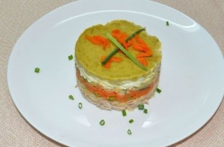 Диетический салат Оливье с индейкой