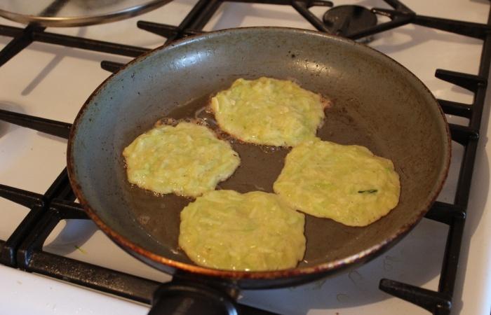 Как приготовить оладьи из кабачка с чесноком