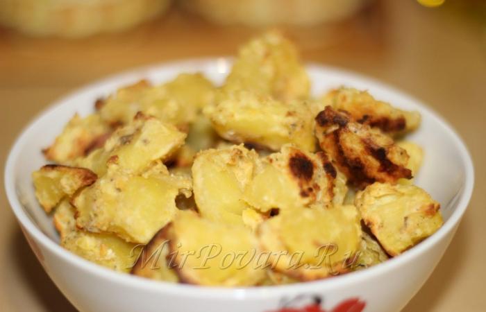Картошка, запеченная в сметане в духовке - пошаговый