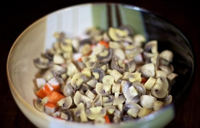 Рецепты с грибами и крабовыми палочками
