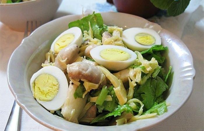 Салат с шампиньонами и яйцом