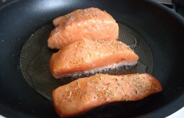 Стейки семги на сковороде рецепт