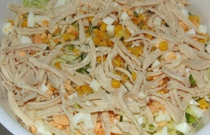 Салат из пекинской капусты с курицей с фото