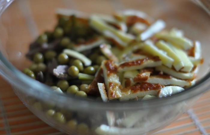 Салат с печенью и омлетом
