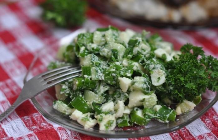 Рецепт салат яйца и зеленый лук