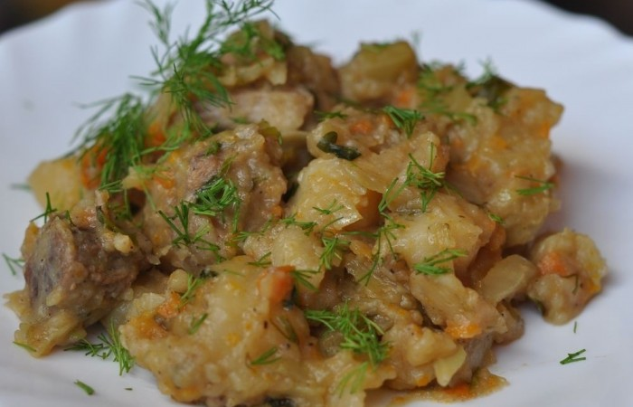 как тушить картошку с капустой с мясом