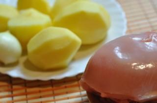 Картофель с котлетами в мультиварке