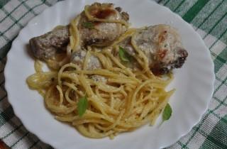Куриные ножки со спагетти в мультиварке