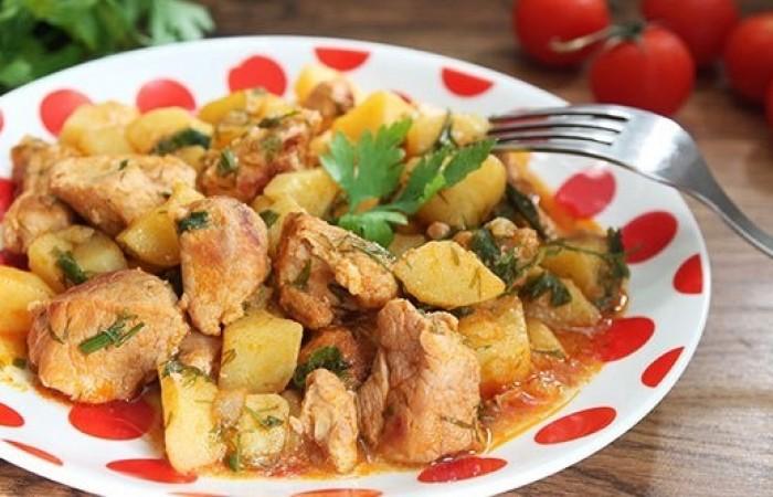 Говядина тушеная с картофелем и овощами